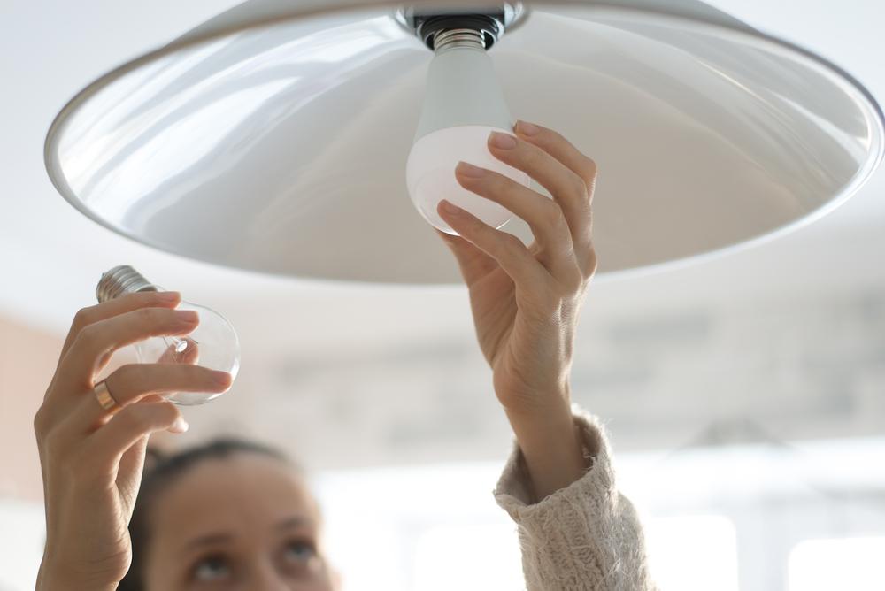 Подавляющее большинство миллениалов не умеет менять лампочки