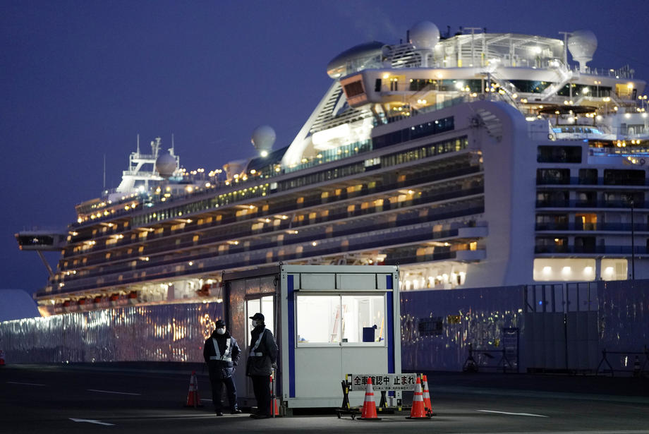 В Японии с зараженного лайнера сошли последние члены экипажа
