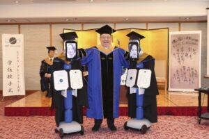В Японии на вручение дипломов вместо студентов пришли роботы