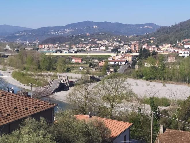 В Италии обвалился мост через реку вместе с машинами