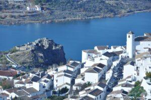 Испанский город отмежевался от мира и спасся от COVID-19