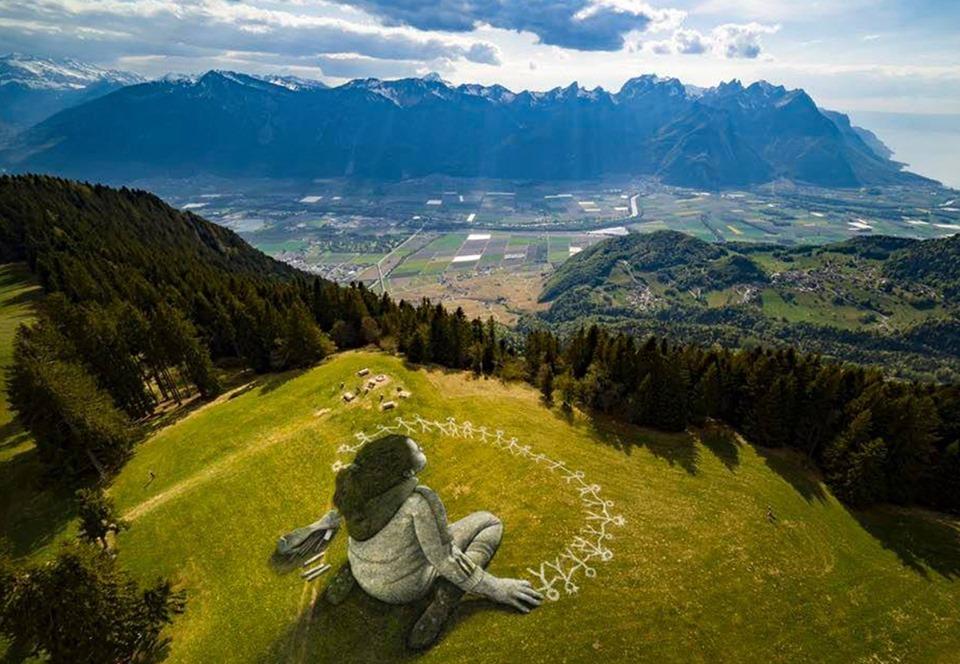 Француз посвятил гигантское граффити в Альпах борьбе с пандемией