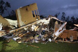По США пронеслись мощные торнадо: есть жертвы