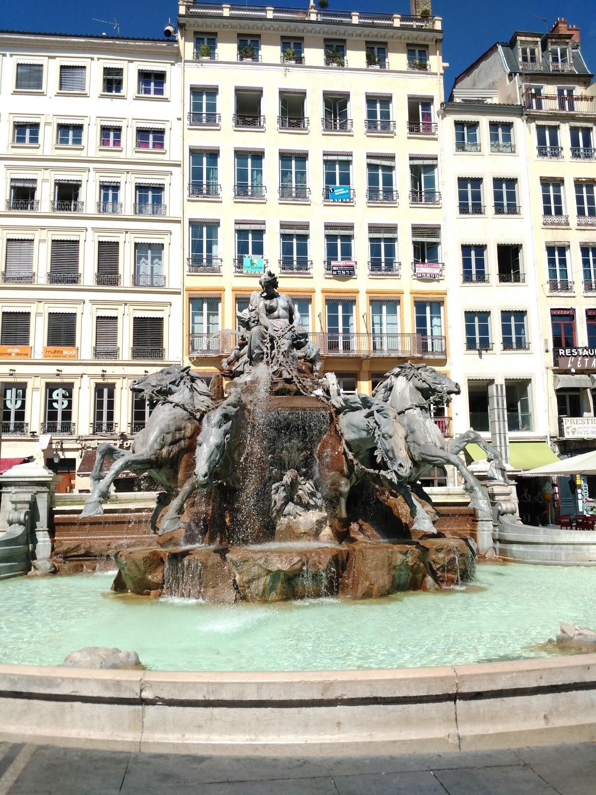 Лион фото площадь Терро