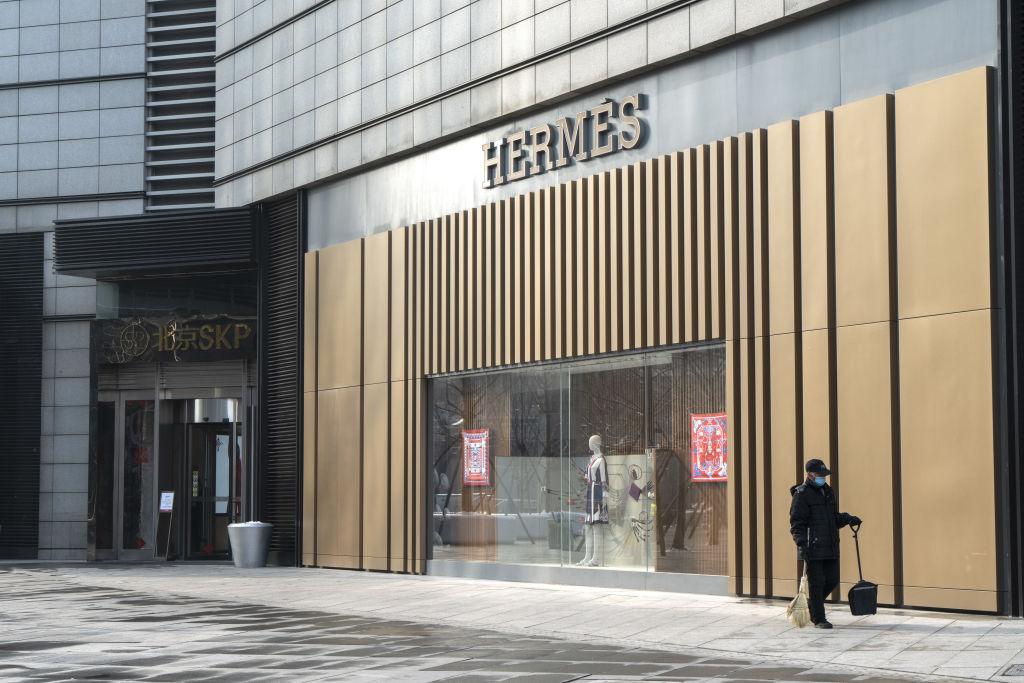 Сразу после снятия карантина магазин Hermes в Китае побил рекорд продаж.Вокруг Света. Украина