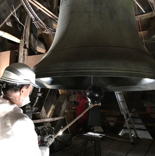 Большой колокол Нотр-Дама зазвонил через год после пожара