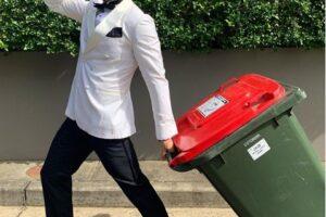 Австралийцы наряжаются для прогулок к мусорному баку