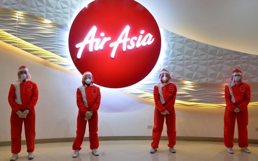 В Малайзии придумали антикоронавирусную форму для стюардесс
