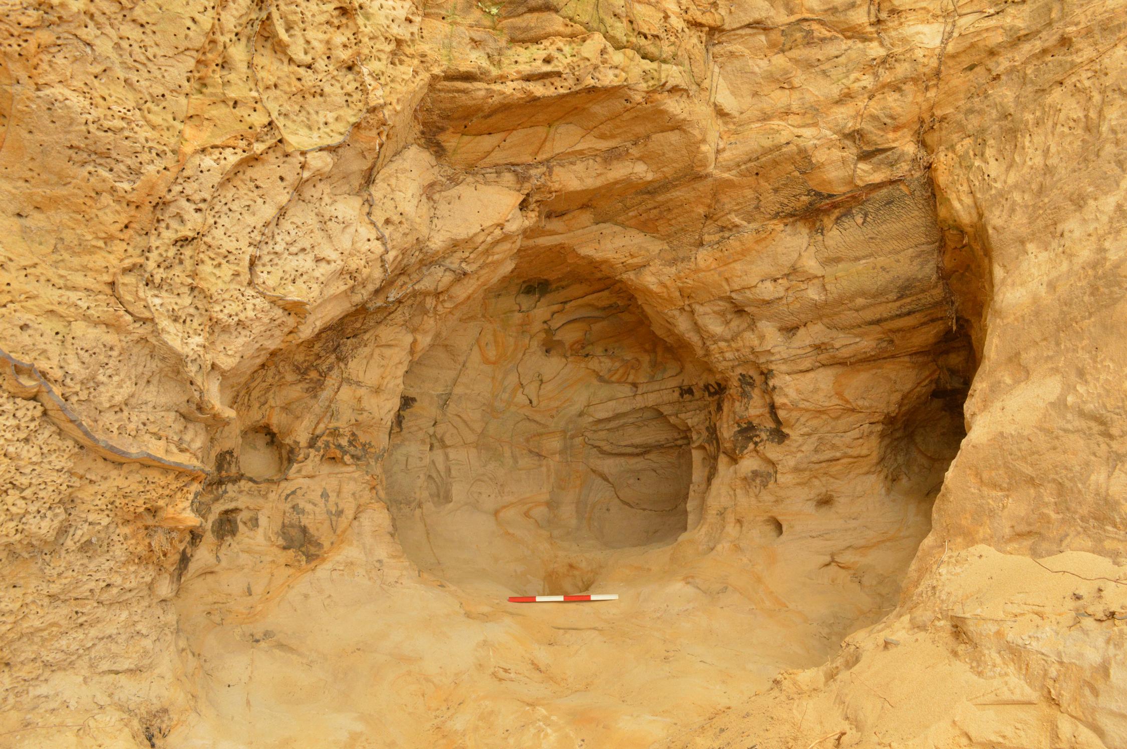 Британские железнодорожники случайно нашли пещерный храм
