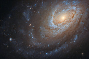 Телескоп Хаббл запечатлел галактику, съевшую свою соседку