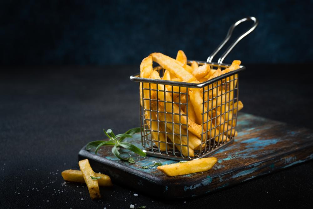 Бельгийцев попросили злоупотреблять на карантине картошкой фри