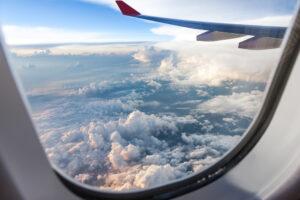 Нидерланды возобновляют авиасообщение