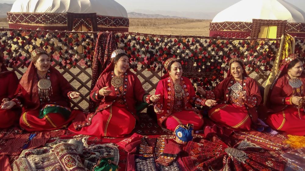 В Туркменистане бюджетницам запретили ухаживать за собой