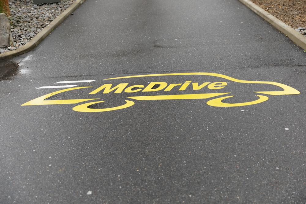 Во Франции открытие McDonald's вызвало многокилометровую очередь.Вокруг Света. Украина