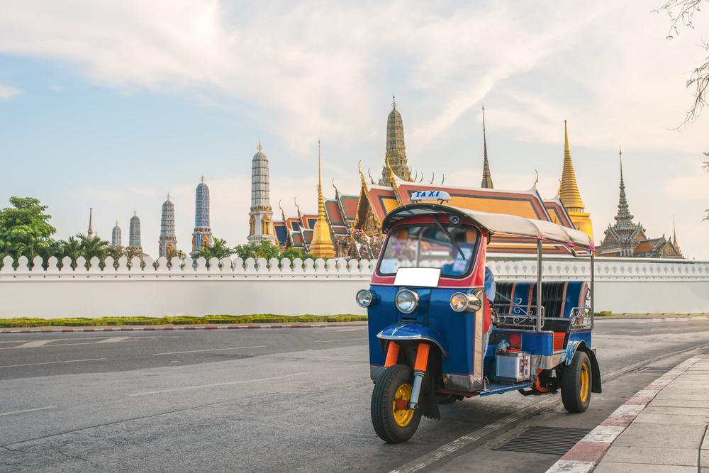 Тук-туки в Таиланде развозят посылки