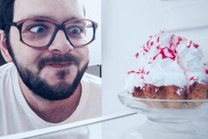 Почему охлажденные десерты не такие сладкие