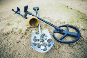 Исторические украшения, найденные в Англии, объявлены сокровищами