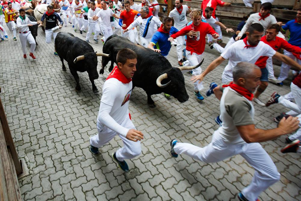 Испания отменила знаменитый фестиваль с забегами быков