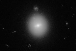 Хаббл запечатлел редкую черную дыру средней массы