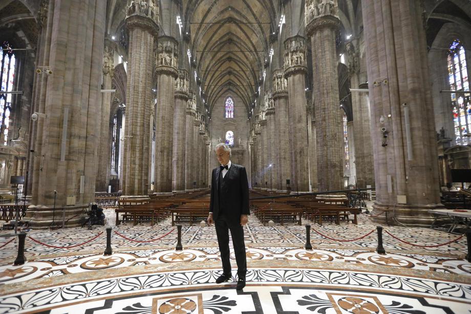 Видео выступления Бочелли в пустом Миланском соборе поставило рекорд