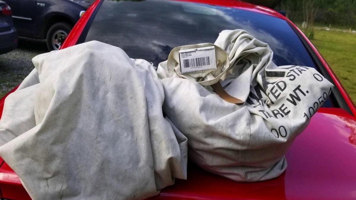 В США семейная пара нашла миллион долларов на дороге.Вокруг Света. Украина