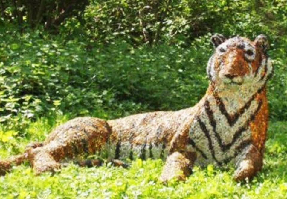 В Англии вооруженные полицейские ловили тигра, а поймали скульптуру.Вокруг Света. Украина