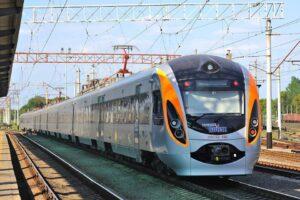 Укрзалізниця вводит продажу билетов за три месяца до поездки