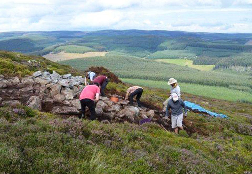 Археологи раскопали крупнейшее древнее городище Шотландии