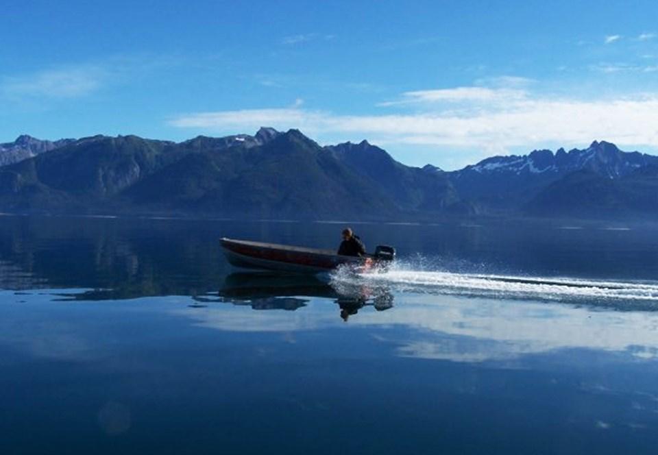 Аляскинец плывет на лодке по 14 часов, чтобы накормить свой город