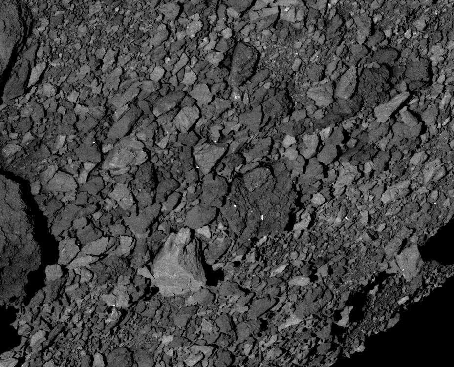 Зонд НАСА приблизился к астероиду Бенну на расстояние 75 метров