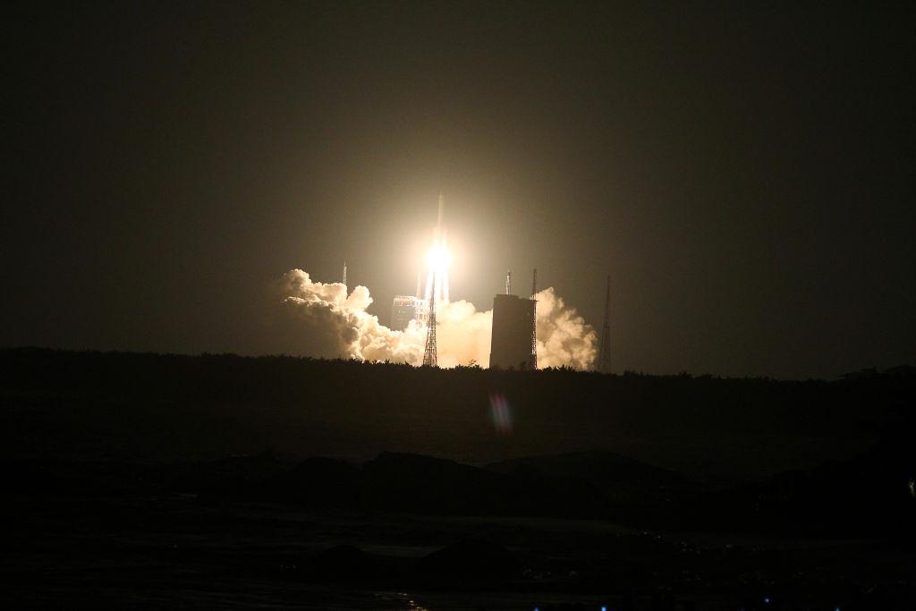 18-тонная часть китайской космической ракеты рухнула в Атлантику