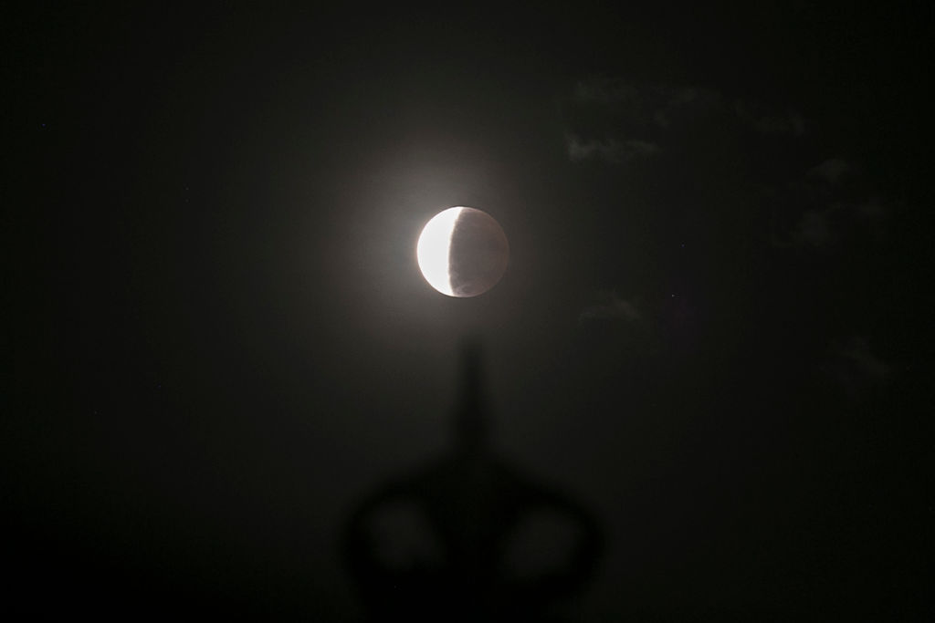 В 1110 году с небосвода исчезла Луна. Теперь мы знаем, почему.Вокруг Света. Украина