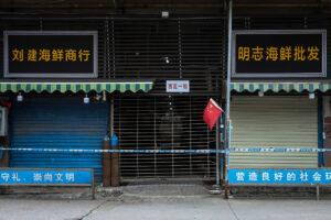 В Китае заявили, что уханьский рынок не был местом возникновения вспышки COVID-19