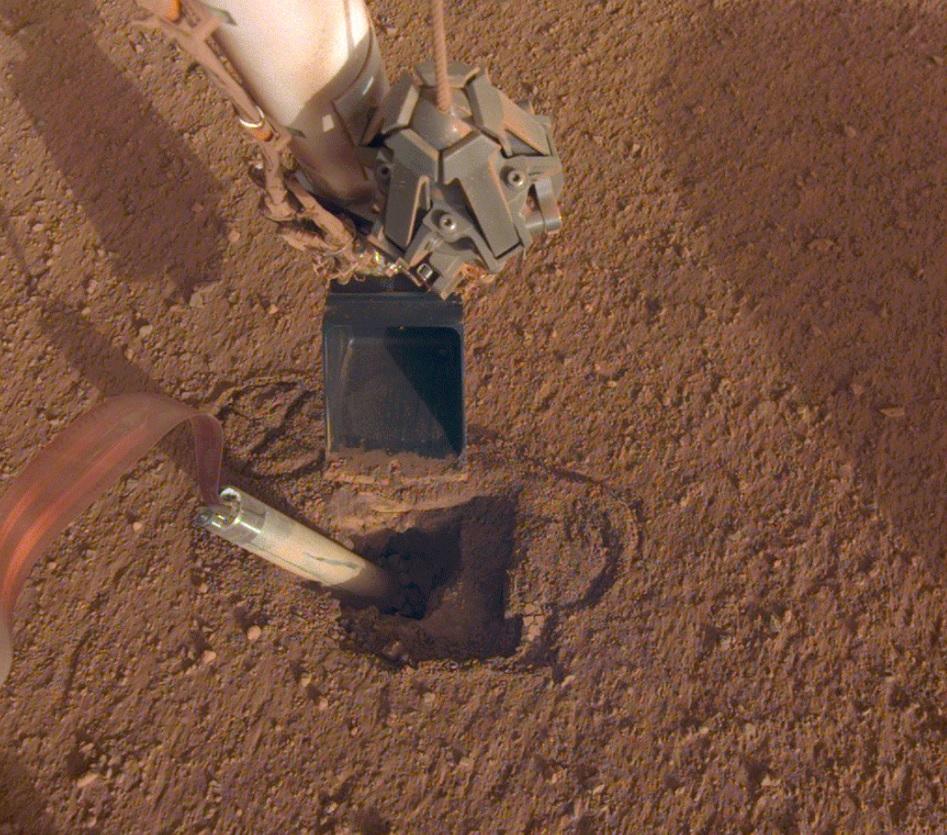 Космический аппарат НАСА InSight наконец начал бурить марсианский грунт