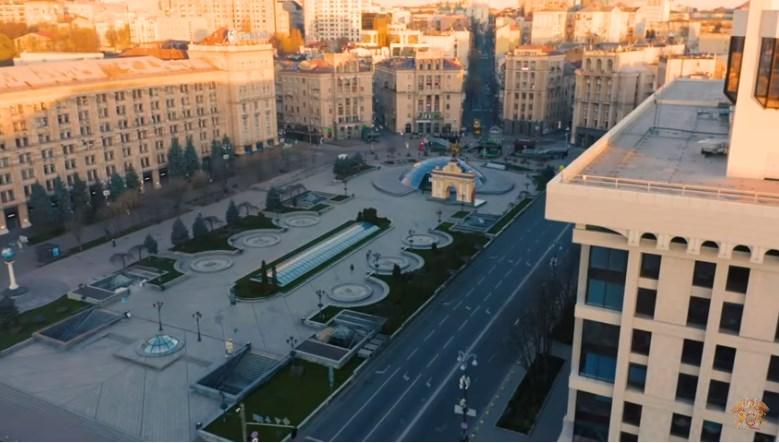 Queen показал безлюдный Киев в новом клипе.Вокруг Света. Украина