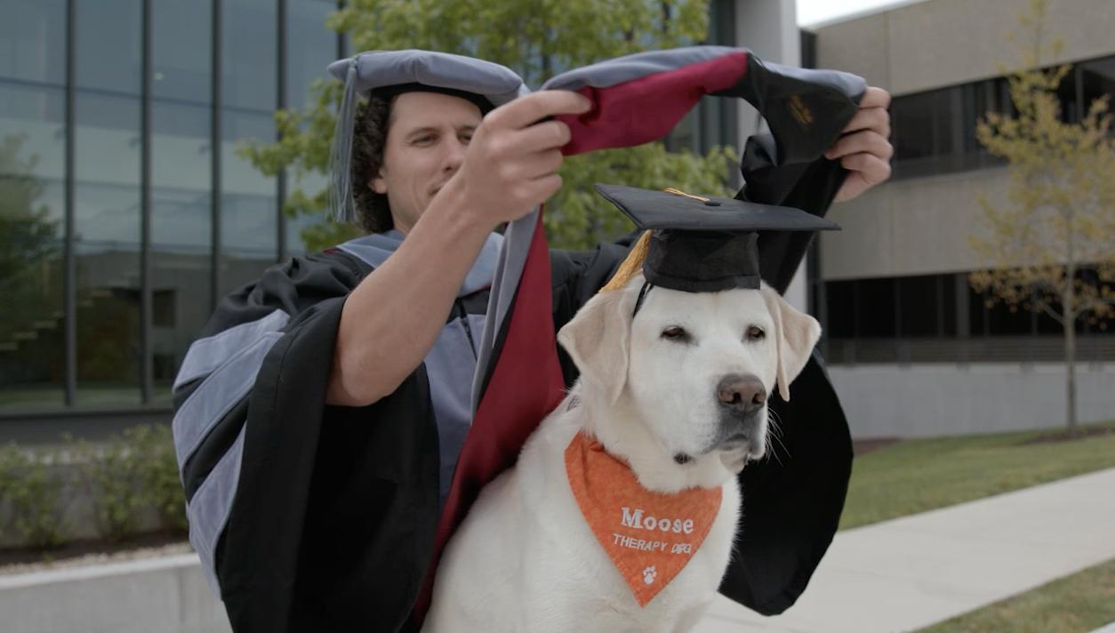 В США собака-терапевт получила звание доктора наук.Вокруг Света. Украина