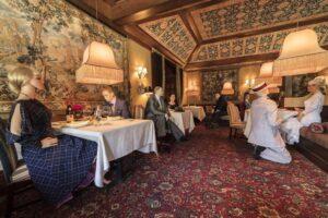 Ужин с манекеном: в США ресторан нестандартно подошел к проблеме социального дистанцирования
