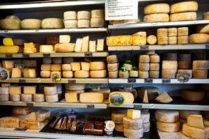 Французов уговаривают есть больше сыра