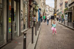 Париж сделает ряд улиц пешеходными после карантина