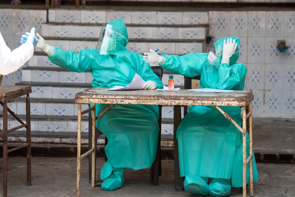 В Индии фармацевт лечился ядом от COVID-19
