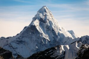 Китайская экспедиция поднялась на Эверест в карантин