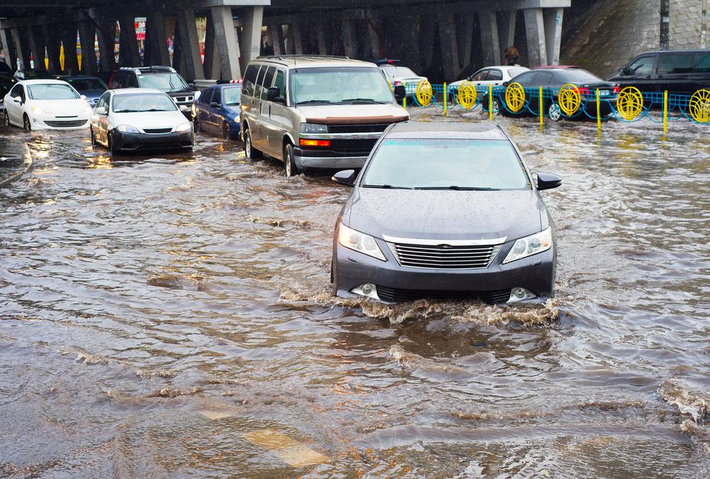 Потоп в Киеве после ливня с градом — видео
