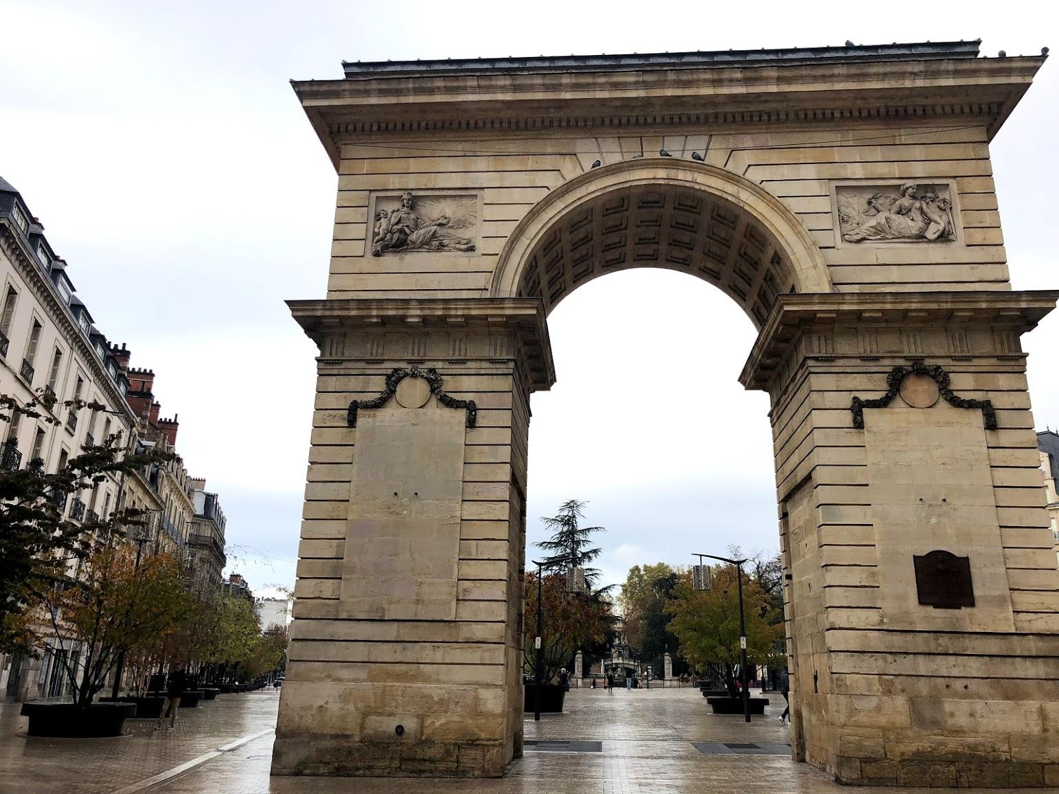 Дижон триумфальная арка