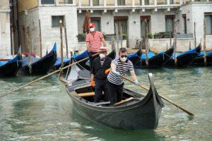 По каналам Венеции вновь поплыли гондолы