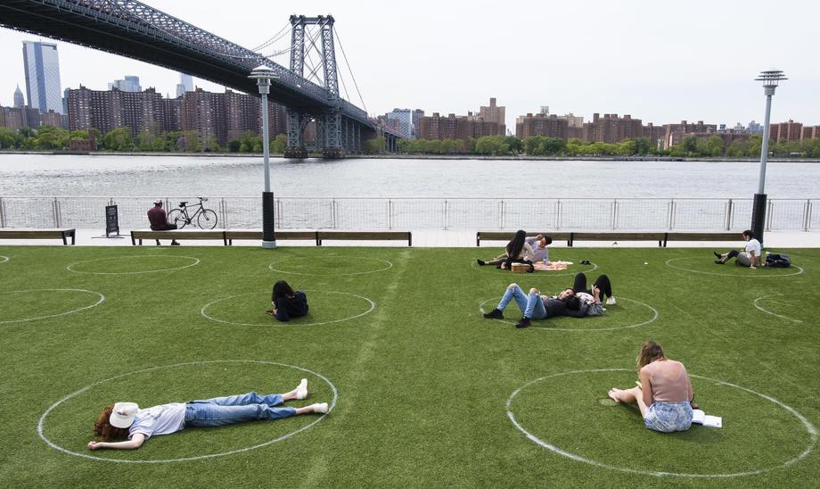 Свой круг: в парке Нью-Йорка оригинально решили вопрос дистанцирования.Вокруг Света. Украина