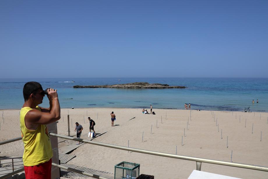 Кипр оплатит все расходы туристам, подцепившим коронавирус на острове