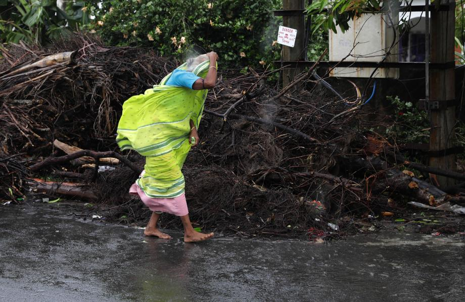 В Индии и Бангладеш 14 человек стали жертвами циклона Амфан