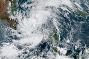 Сезон ураганов Атлантики бъет рекорды