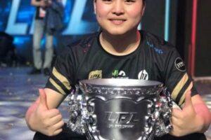 Знаменитый китайский геймер уходит на пенсию в 23 года по состоянию здоровья