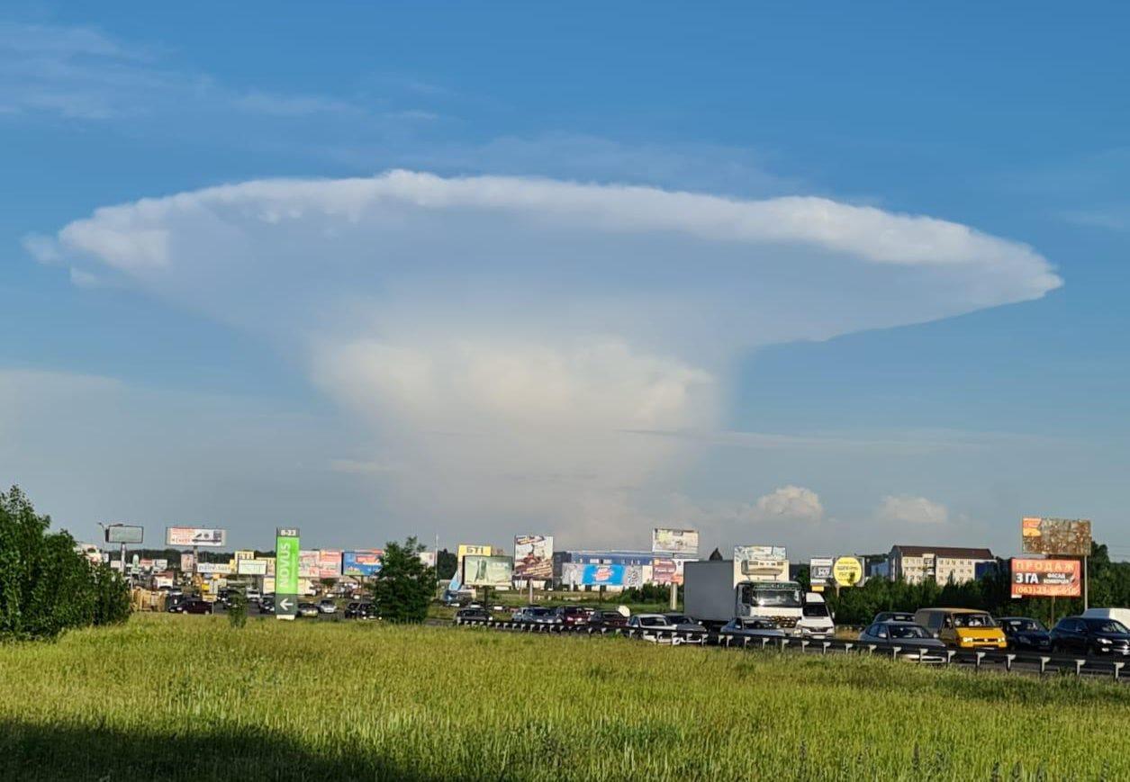 Над Киевом висело облако в форме гриба